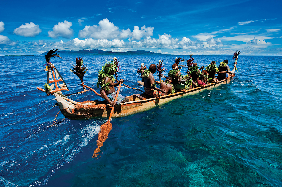 The Kabelbel canoe leaves the village and travels around the island on the day of the launch.